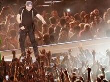 Centinaia di migliaia di occhi cuori mani si elevarono verso il cielo...
