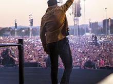 Vasco in testa alla classifica con il concerto dei record e il libro fotografico cartonato di Modena Park in promozione