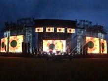 Sua maestà il palco c'è…. ed è quasi finito...100 m di larghezza per 33 m di altezza !!!