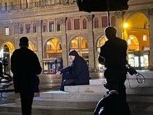 Vasco gira il video della nuova canzone a Bologna, in piazza Maggiore