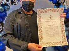Il sindaco Giovanni Gugliotti ha consegnato la cittadinanza onoraria di Castellaneta a Vasco